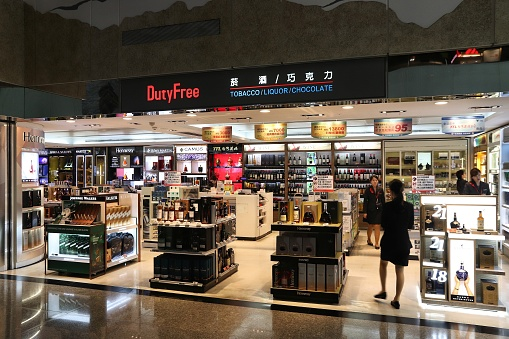 The director of a duty free store in the Amur region sold alcohol from his hands
