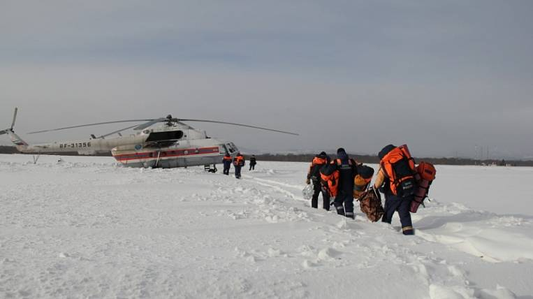 Fishermen removed from the ice floe on Sakhalin