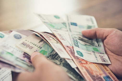 The State Duma proposed to pay money to the poor by the New Year
