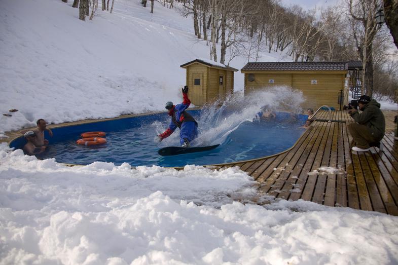 Thermal pool base Snow Valley. Photo by Maxim Balakhovsky.jpg
