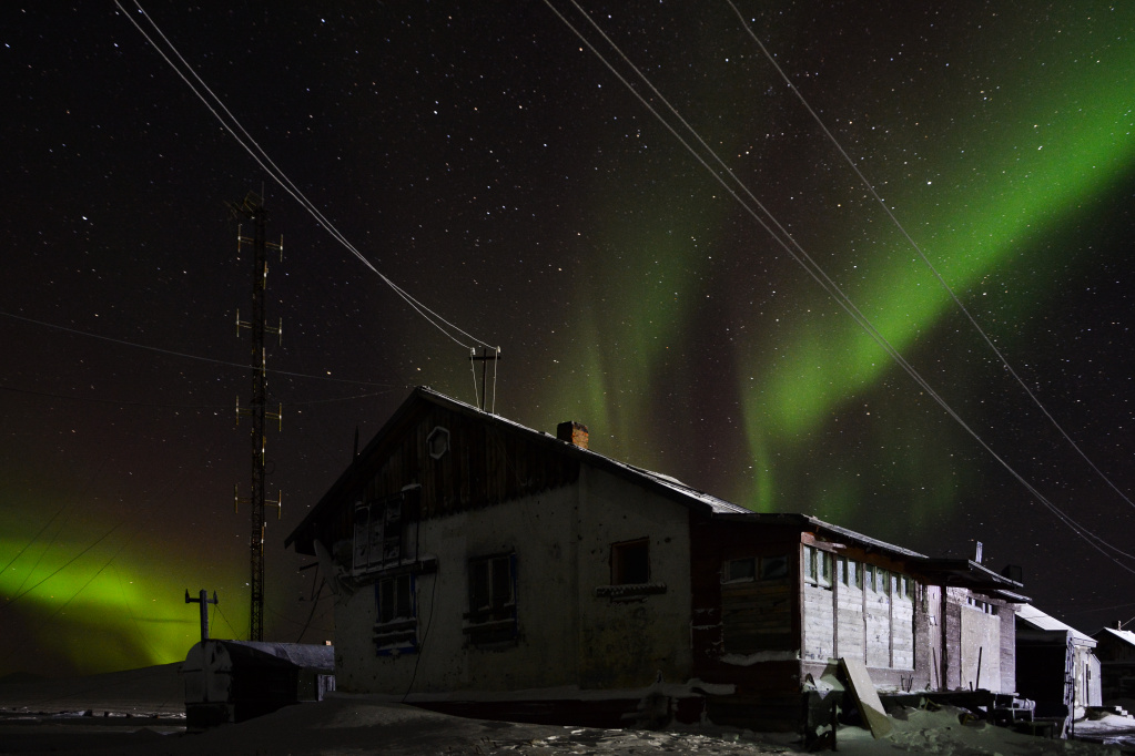 House for wintering and the radiance of the polar night_Alexander Krasnov.jpg