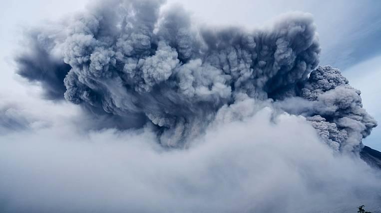 Ключевской вулкан наКамчатке выбросил столб пепла навысоту 5,5км