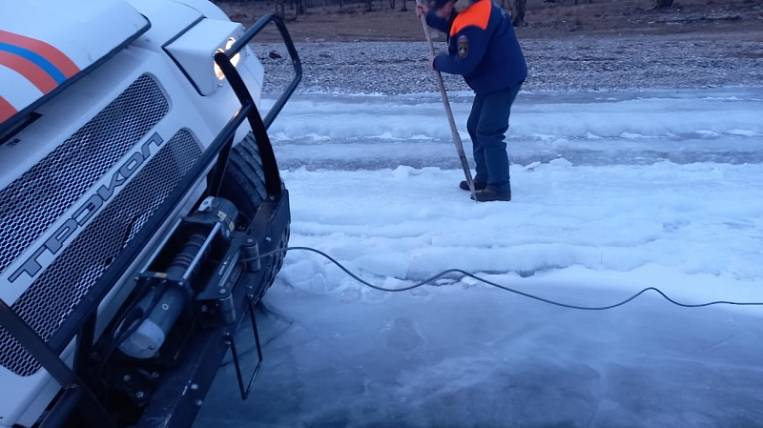 Three sinkholes under the ice occurred on Lake Baikal in just a day
