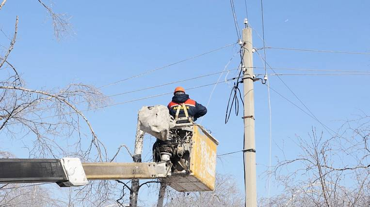 Electricity supply in Artyom helps to restore the DRSK power engineers