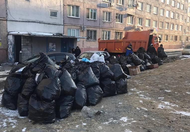 Vladivostok rakes the garbage mountains