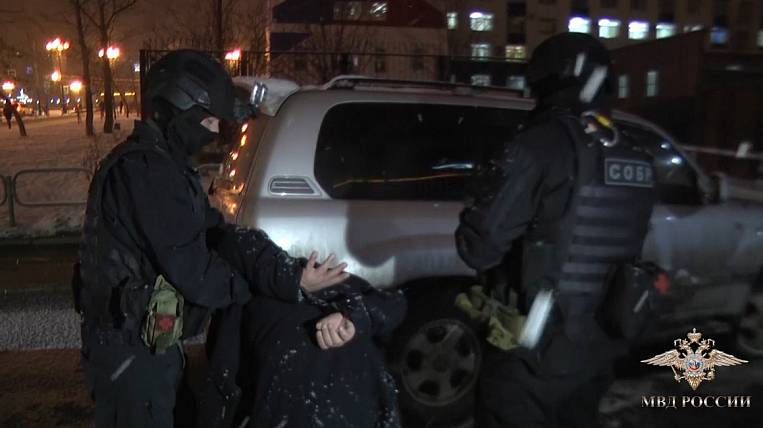 Swindlers pretending to be police officers detained on Sakhalin