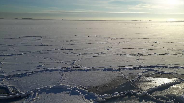 НаКамчатке корабли иподводные лодки отбивают ото льда
