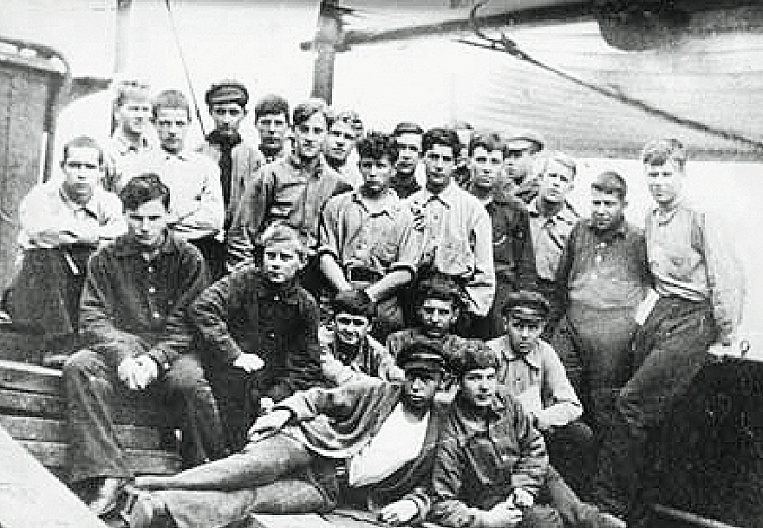 Scouts from the island of Russian