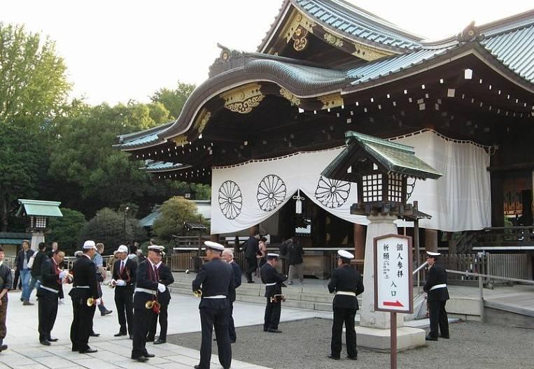 Why Shinzo Abe stopped visiting Yasukuni temple